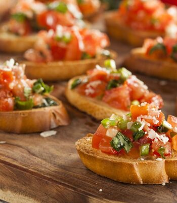 26733841 - homemade italian bruschetta appetizer with basil and tomatoes